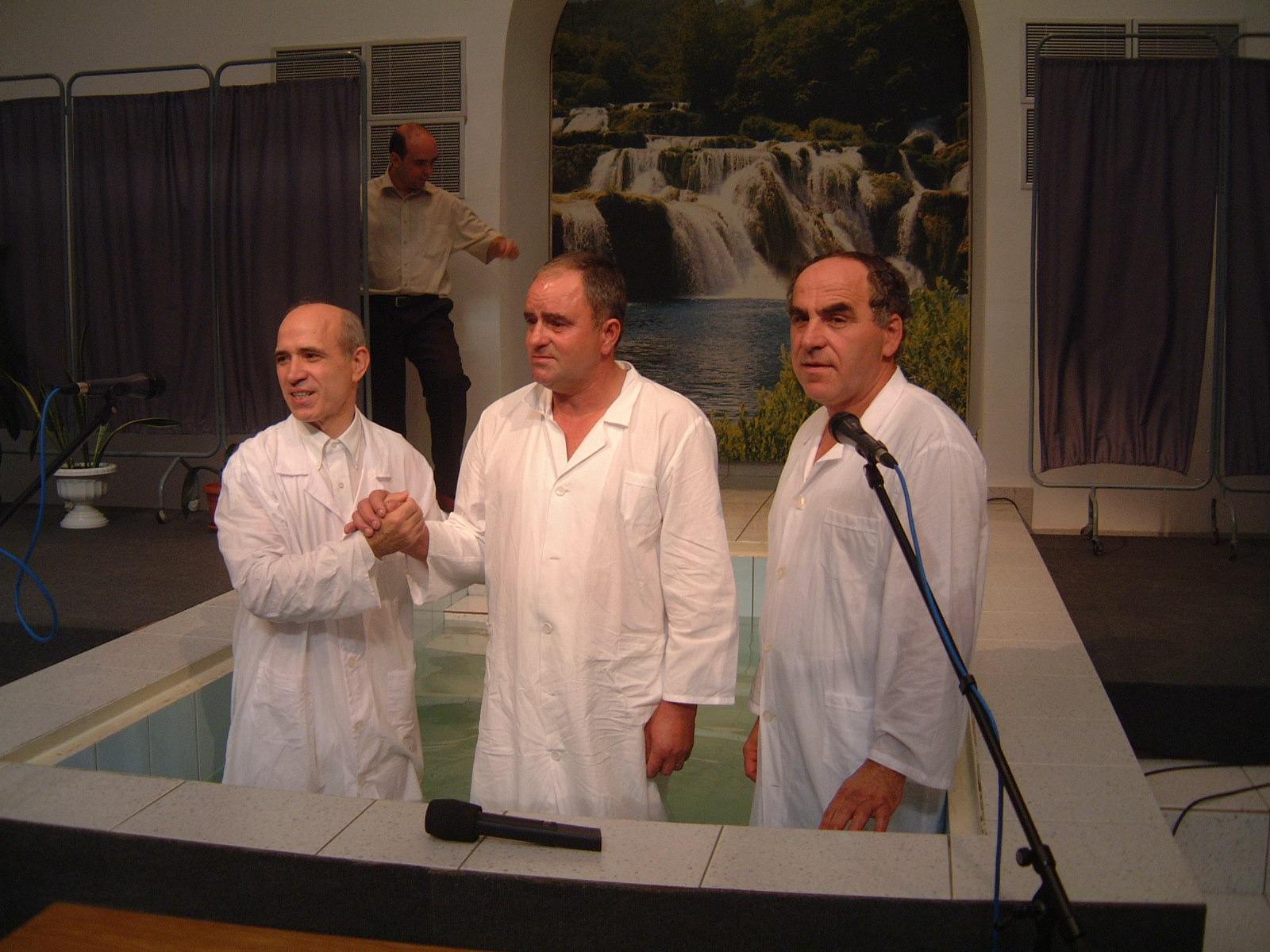 FRATE BOTEZAT DE VAZUT CINE ESTE 22 AUGUST 2003