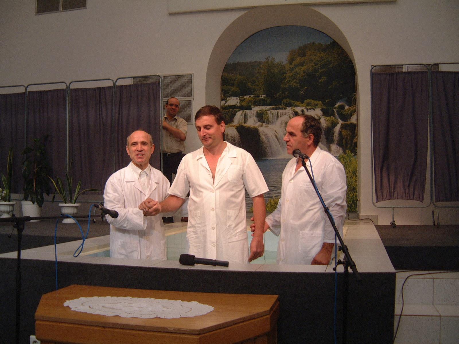 FRATELE FLORIN TUDOR CHIAR INAINTE DE BOTEZ - 22 AUGUST 2003