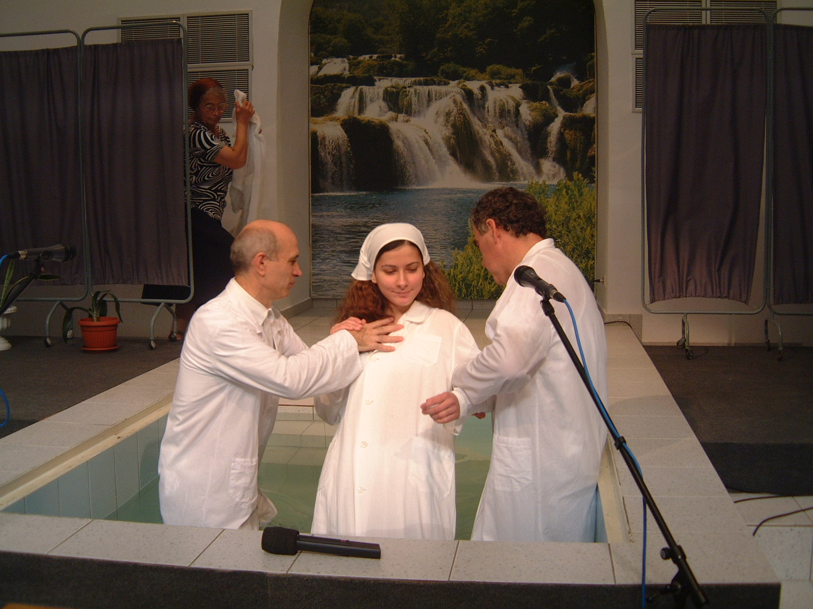 SORA NICOLETA NANAU IN TIMPUL 1 AL BOTEZULUI 22 AUGUST 2003
