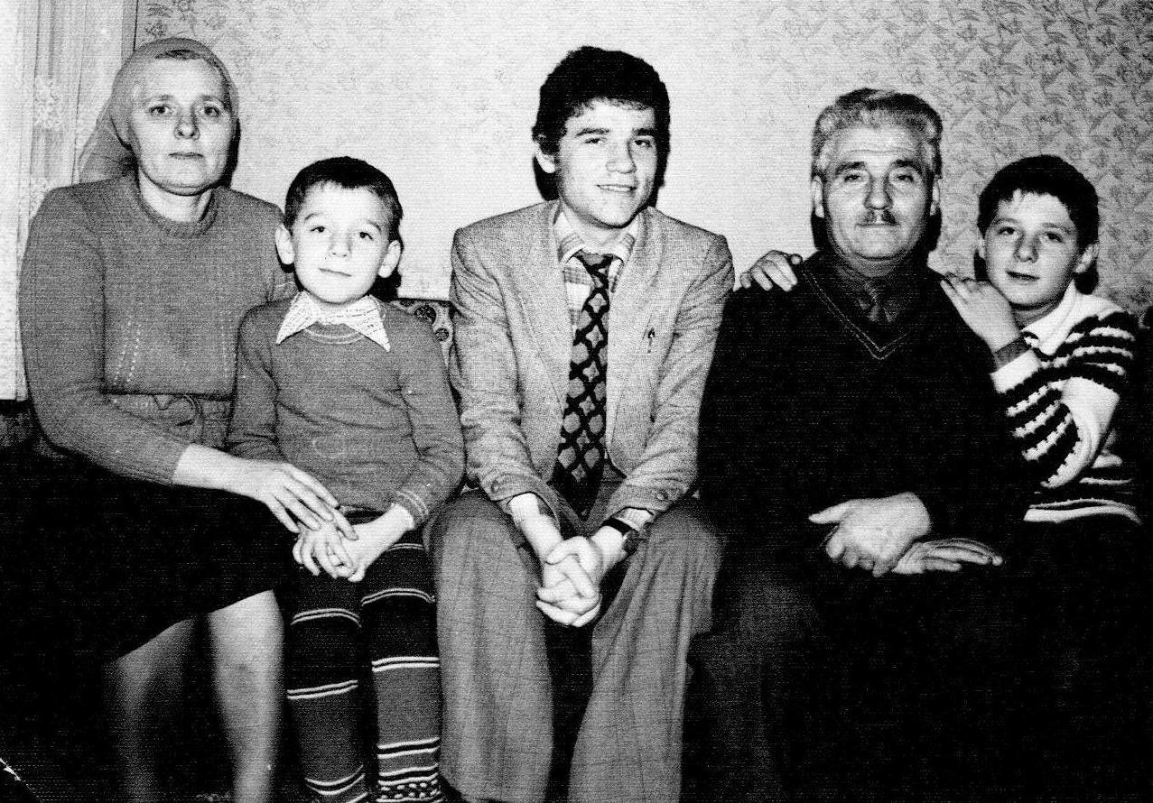 DANIEL TANASE SI FAMILIA SA IN 1979