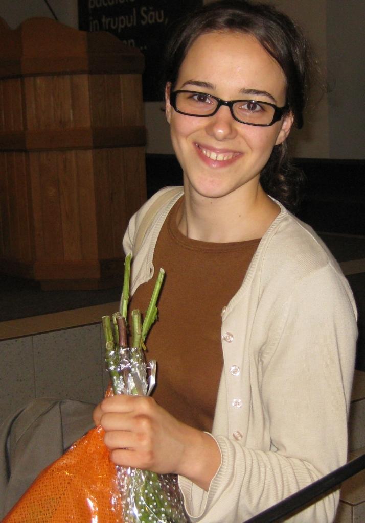 BELLA CIOPASIU ESTE PIANIST IN BISERICA ANTIOHIA 16 IUNIE 2011