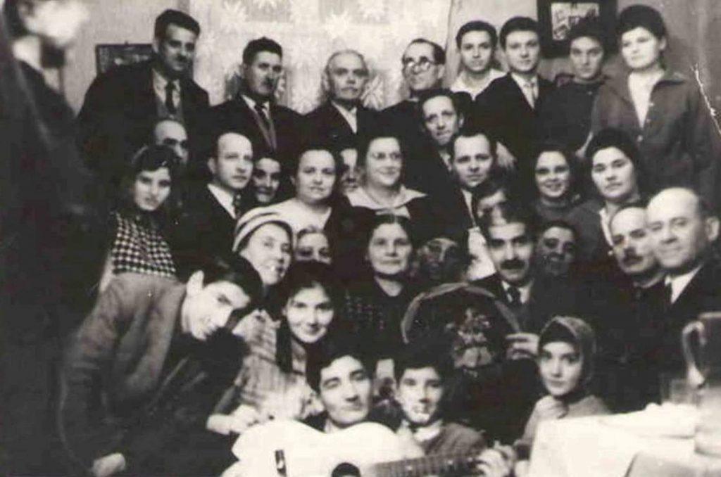 CREDINCIOSI DIN VECHEA BISERICA CRESTINA DUPA EVANGHELIE DRAGOS VODA DIN BUCURESTI REUNITI IN ANUL 1965