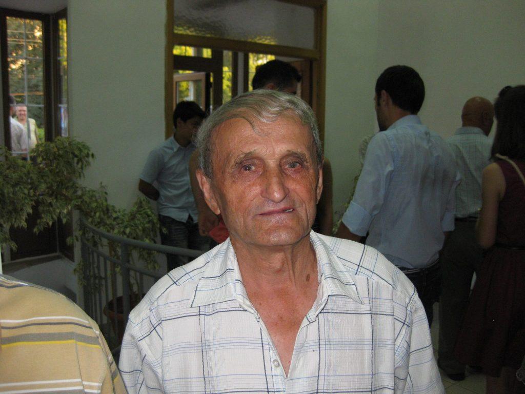 FRATELE GICA CONSTANTIN ESTE UN EXCELENT CONSTRUCTOR CARE A LUCRAT DIN GREU LA RIDICAREA BISERICII CRESTINE DUPA EVANGHELIE ANTIOHIA (FOTO 20 IULIE 2012)