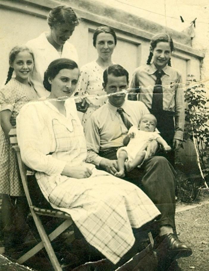 MISIONARUL EVANGHELIC ELVETIAN PAUL PERRET (1895-1961) CU FAMILIA SA IN 13 FEBRUARIE 1937