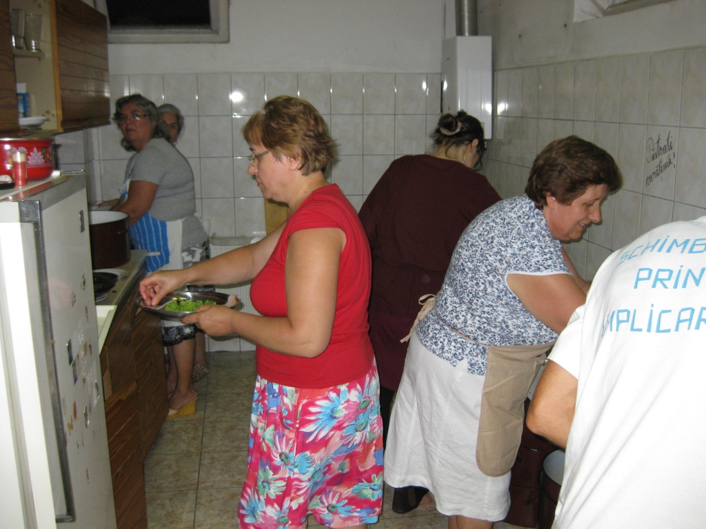SURORILE BUCĂTĂRESE SLUJESC ÎN BISERICA CREȘTINĂ DUPĂ EVANGHELIE ANTIOHIA BUCUREȘTI - 20 IULIE 2012