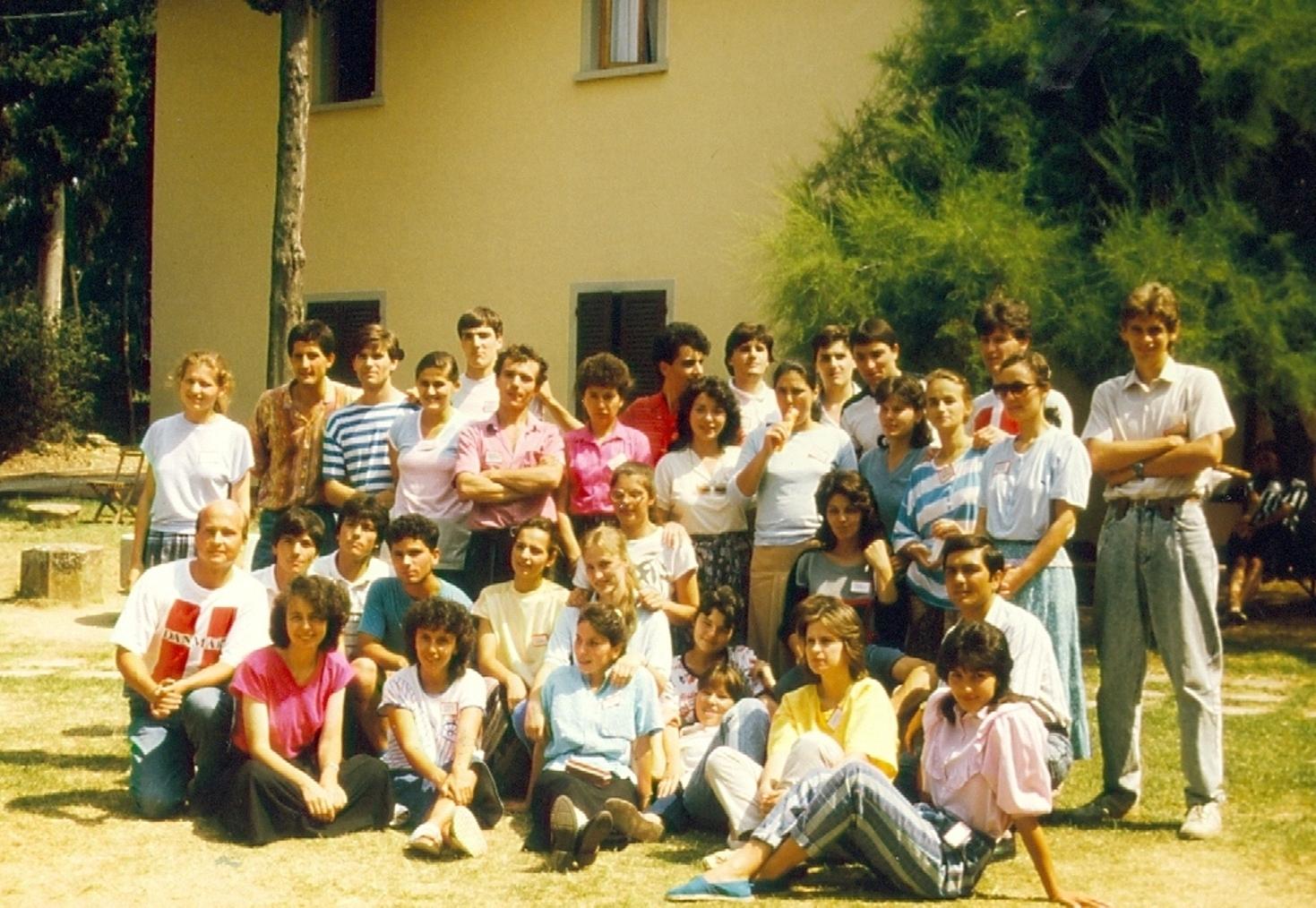 TINERI CREDINCIOSI DIN VECHEA BISERICA CRESTINA DUPA EVANGHELIE DRAGOS VODA IN VIZITA LA CENTRUL EVANGHELIC POGGIO UBERTINI DIN ITALIA 1990