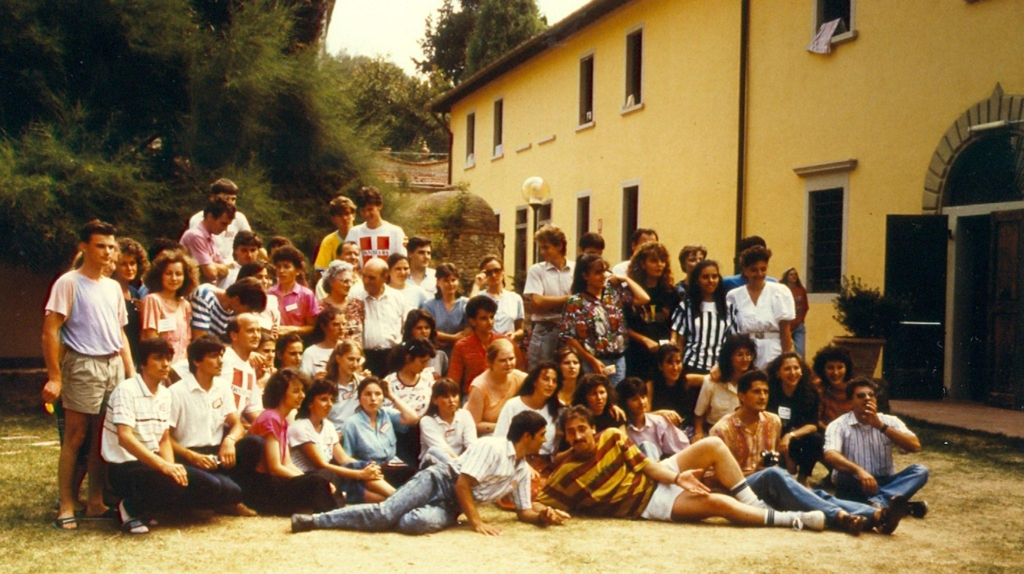 TINERI CRESTINI DUPA EVANGHELIE ROMANI IMPREUNA CU TINERI CREDINCIOSI ITALIENI LA POGGIO UBERTINI IN ITALIA 1990