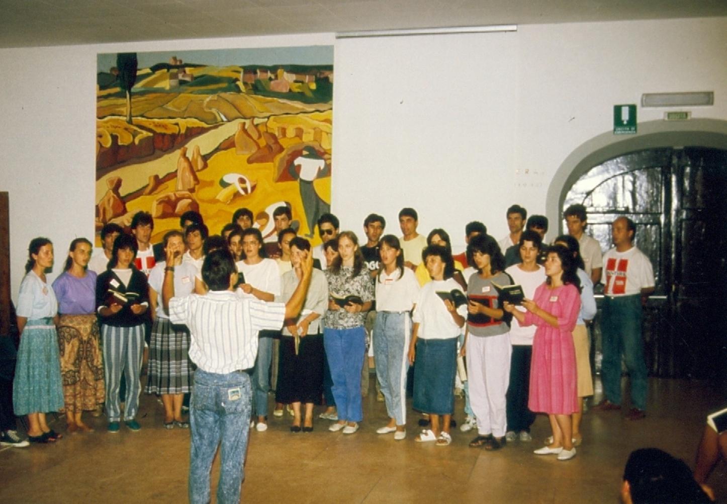 VALERICA URSACHE DIRIJORUL CORULUI VECHII BISERICI CRESTINE DUPA EVANGHELIE DRAGOS VODA LA SERATA MUZICALA DIN POGGIO UBERTINI ITALIA 1990