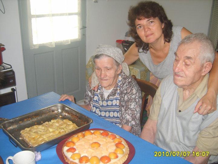 VIRGINIA ȘI COSTICĂ PALCĂU ÎMPREUNĂ CU NEPOATA CRISTINA MITREA ÎN 7 IULIE 2010 CÂND FRATELE COSTICĂ PALCĂU ÎMPLINEA FRUMOASA VÂRSTĂ DE 94 ANI