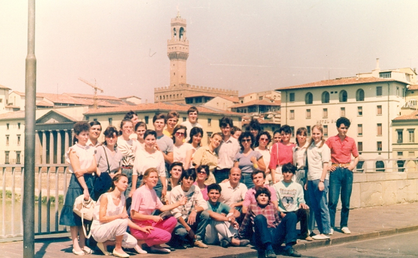 CORUL BISERICII CRESTINE DUPA EVANGHELIE DRAGOS VODA BUCURESTI IN AUGUST 1990