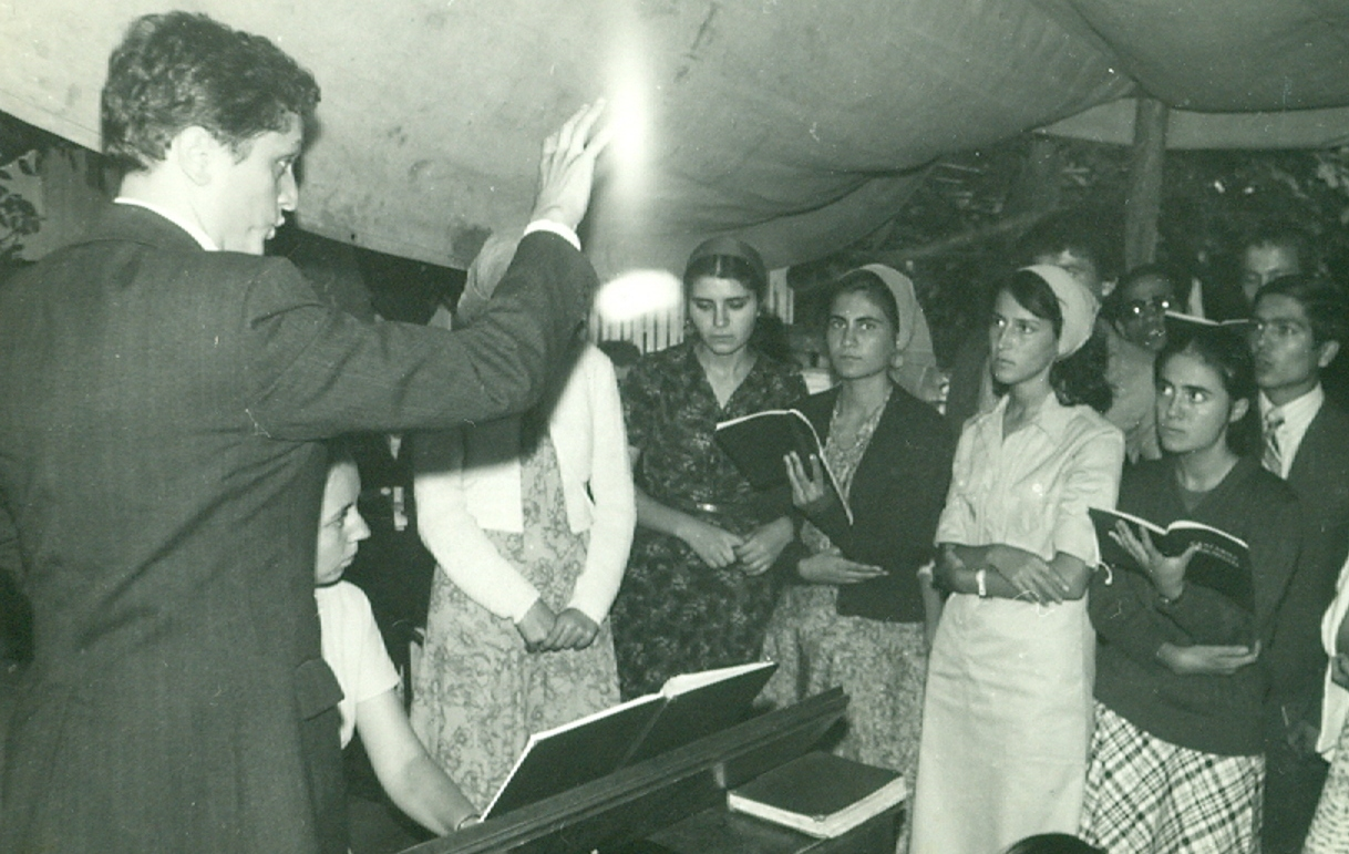 REMI GIUROIU DIRIJORUL CORULUI BISERICII CRESTINE DUPA EVANGHELIE DRAGOS VODA LA GIURGIU IN 1978