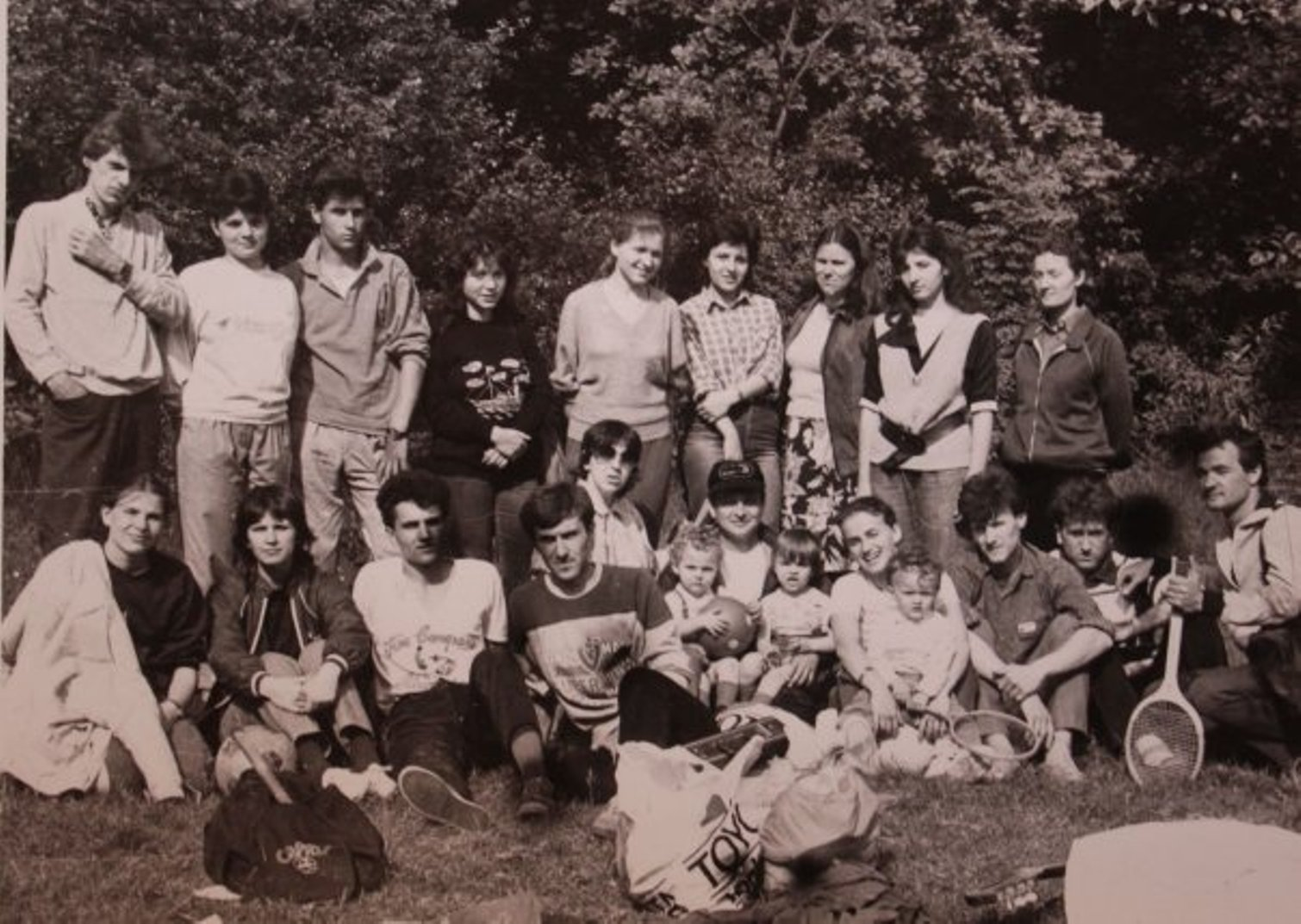 TINERI CREDINCIOSI DIN BISERICA CRESTINA DUPA EVANGHELIE DRAGOS VODA LA PADURE IN 1988