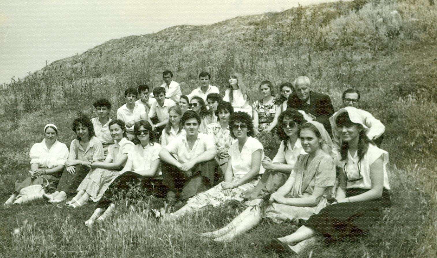 TINERI DIN BISERICA CRESTINA DUPA EVANGHELIE DRAGOS VODA BUCURESTI AFLATI LANGA GIURGIU 1990