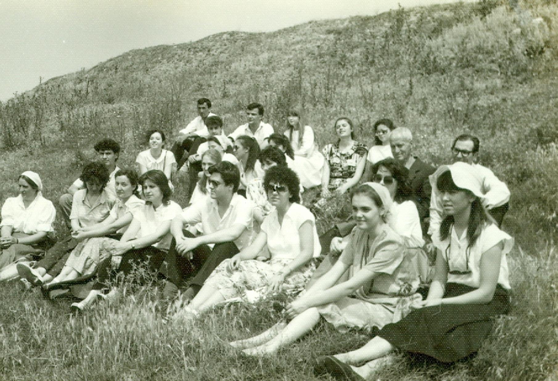 TINERI DIN BISERICA CRESTINA DUPA EVANGHELIE DRAGOS VODA IMPREUNA CU CREDINCIOSI DIN GIURGIU 1990