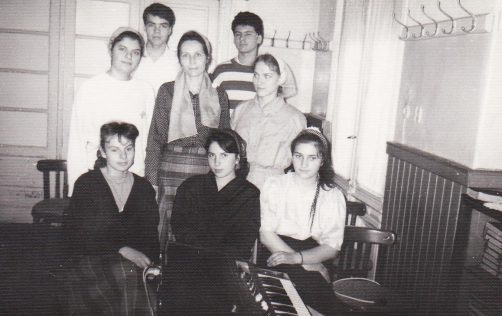 TINERI DIN VECHEA BISERICA CRESTINA DUPA EVANGHELIE DRAGOS VODA BUCURESTI 1990