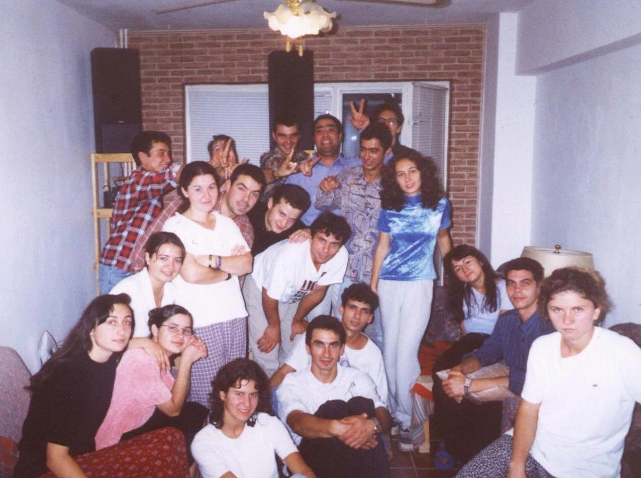 TINERI DIN VECHEA BISERICA CRESTINA DUPA EVANGHELIE DRAGOS VODA IN 19 SEPTEMBRIE 1999